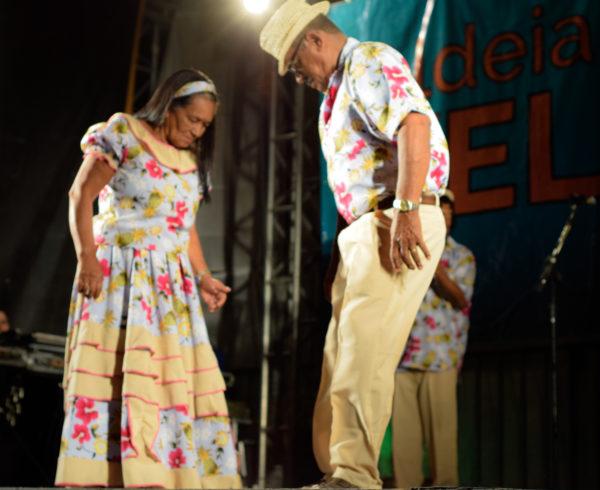 LARA MICOL - AVC- SAMBA DE COCO DO TRUPÉ ABREALAS 05-08-2016 (5)