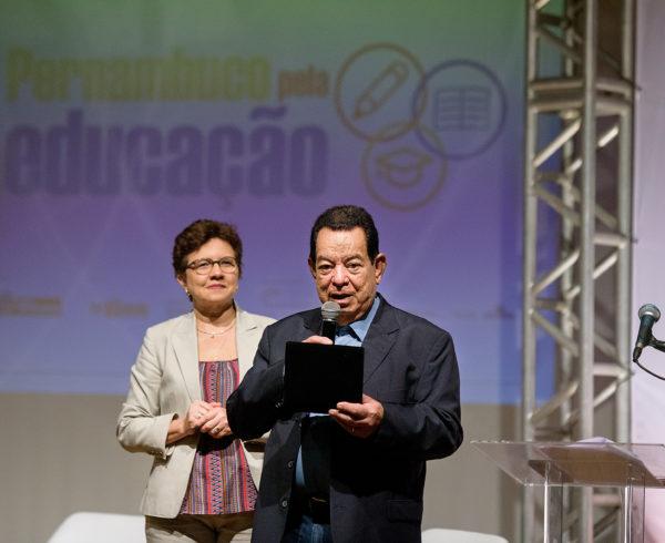 Presidente do Sistema Fecomércio recebe homenagem - Foto Leonardo Vidal
